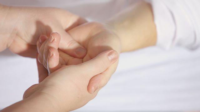 mărirea și durerea articulațiilor degetelor)