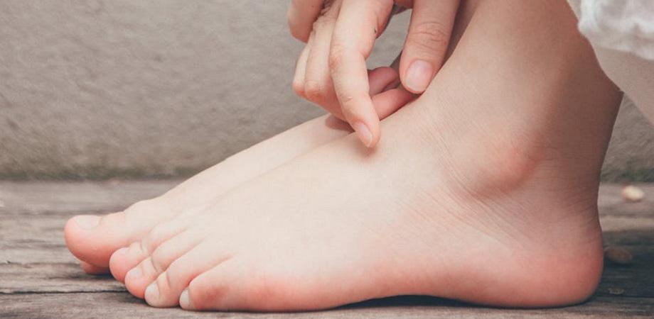 tratamentul umflăturilor pe articulațiile picioarelor)