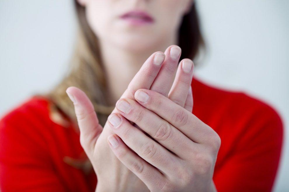 cum se masează degetele cu artrită)