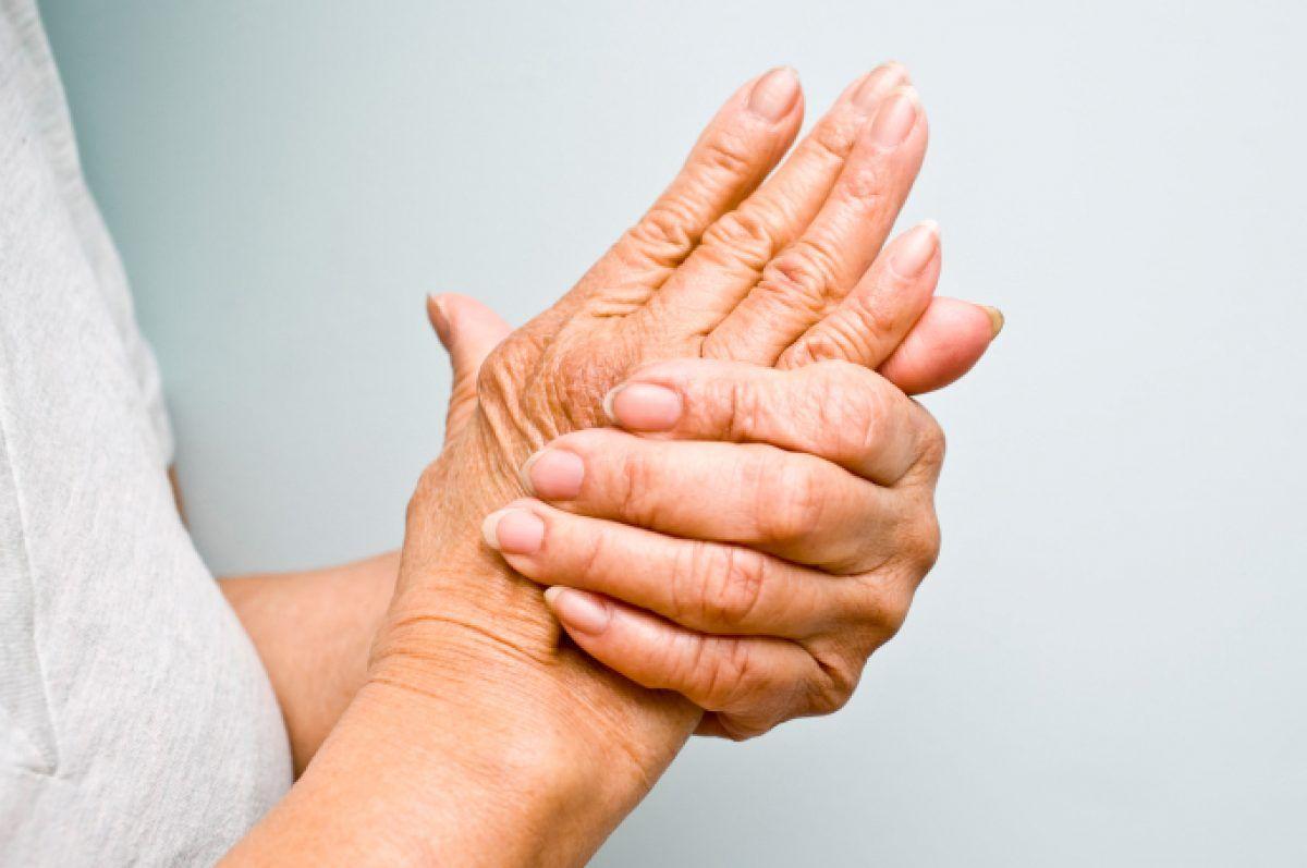 articulațiile mâinii amorțite