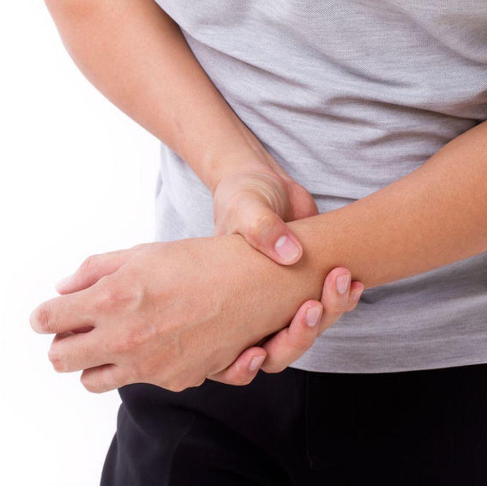 de ce o mână durează într-o articulație