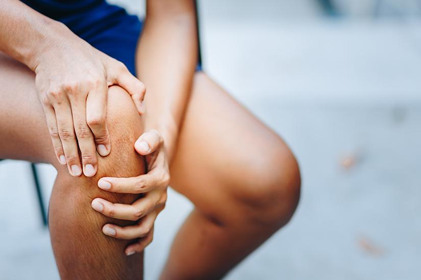 atingerea genunchiului în durere