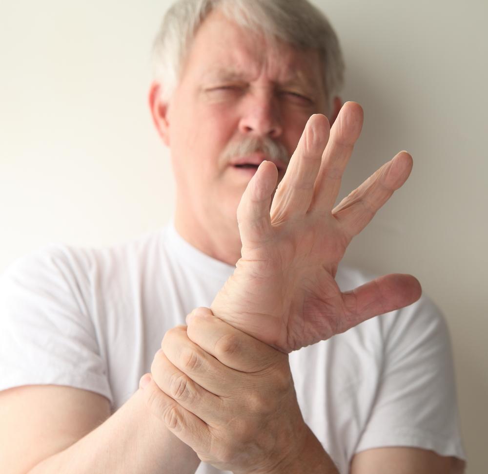 durere ascuțită în articulațiile mâinilor)