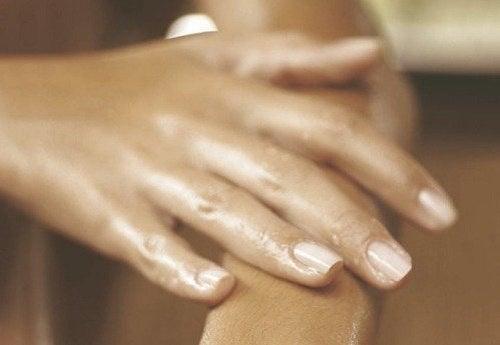 umflarea articulației pe mână)