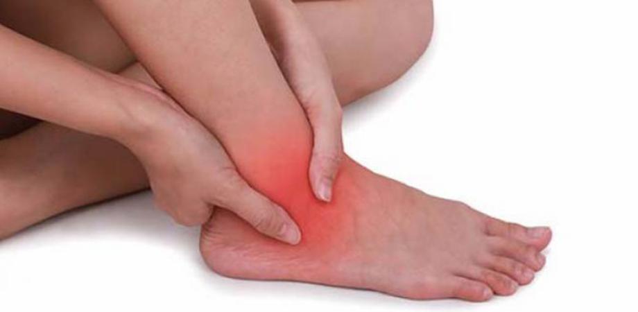 dacă picioarele din articulația gleznei doare