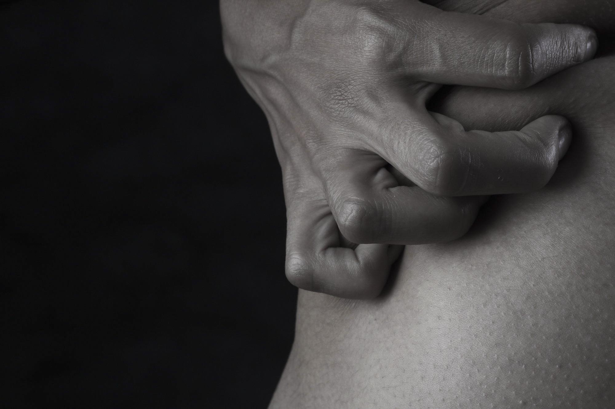 dacă articulația degetului doare