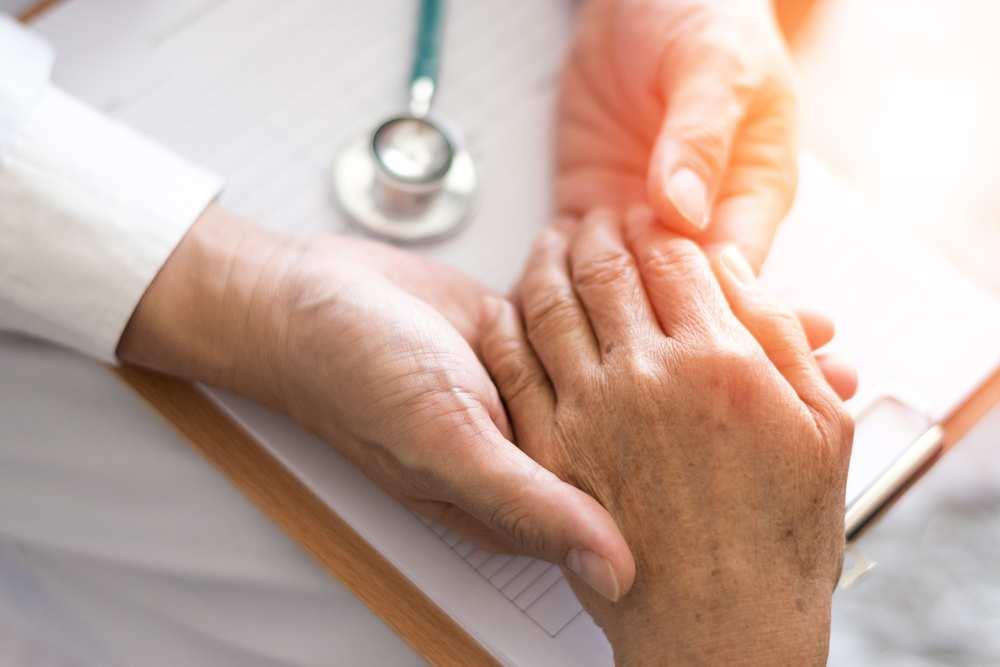 este artrita tratată cu mâna
