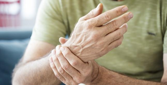 un bărbat doare o articulație de umăr artroza coxartrozei șoldului cum se tratează