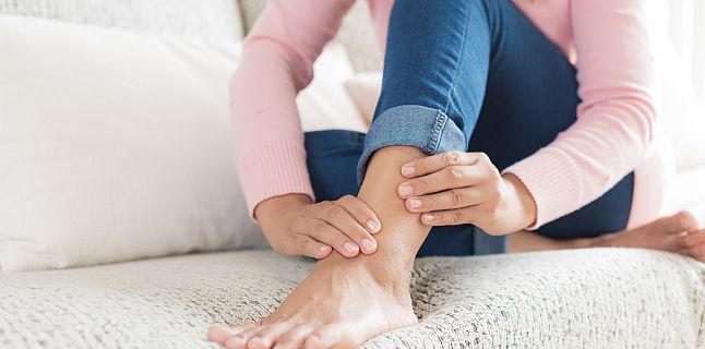 umflarea picioarelor în articulații)