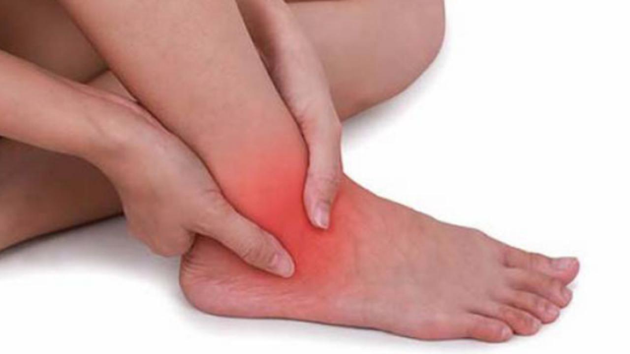 deteriorarea parțială a ligamentului gleznă-tibial a articulației gleznei)