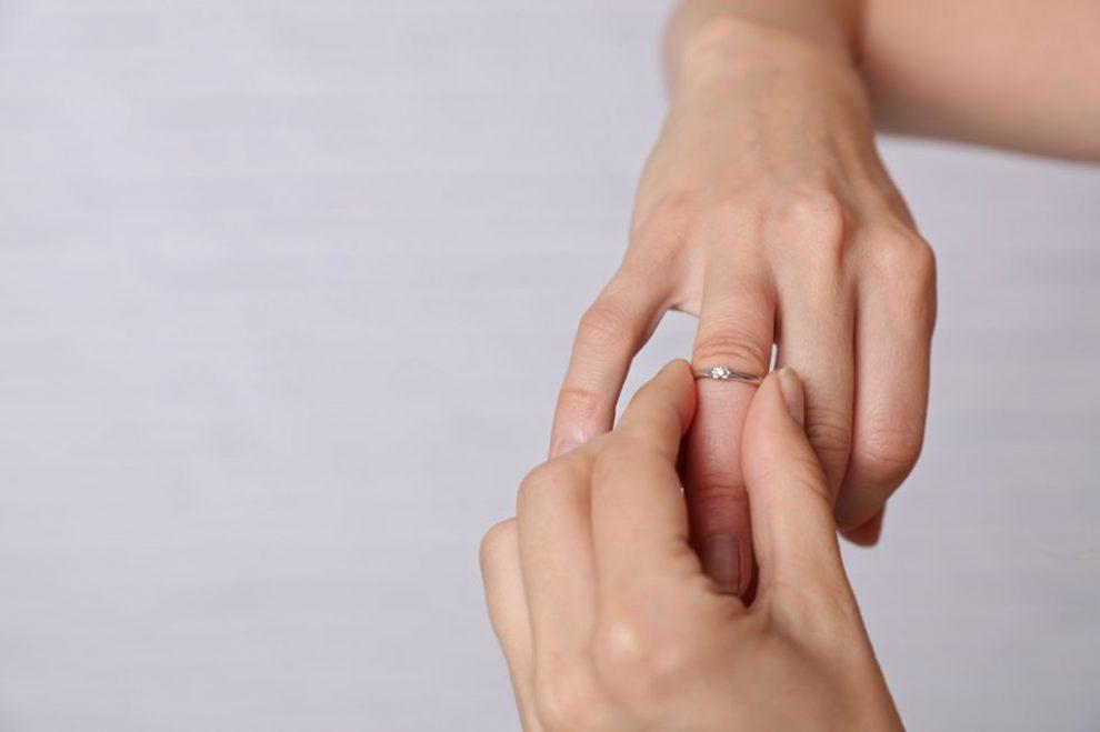 degetul și umflarea în articulație)