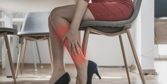 durere plictisitoare în articulațiile picioarelor)