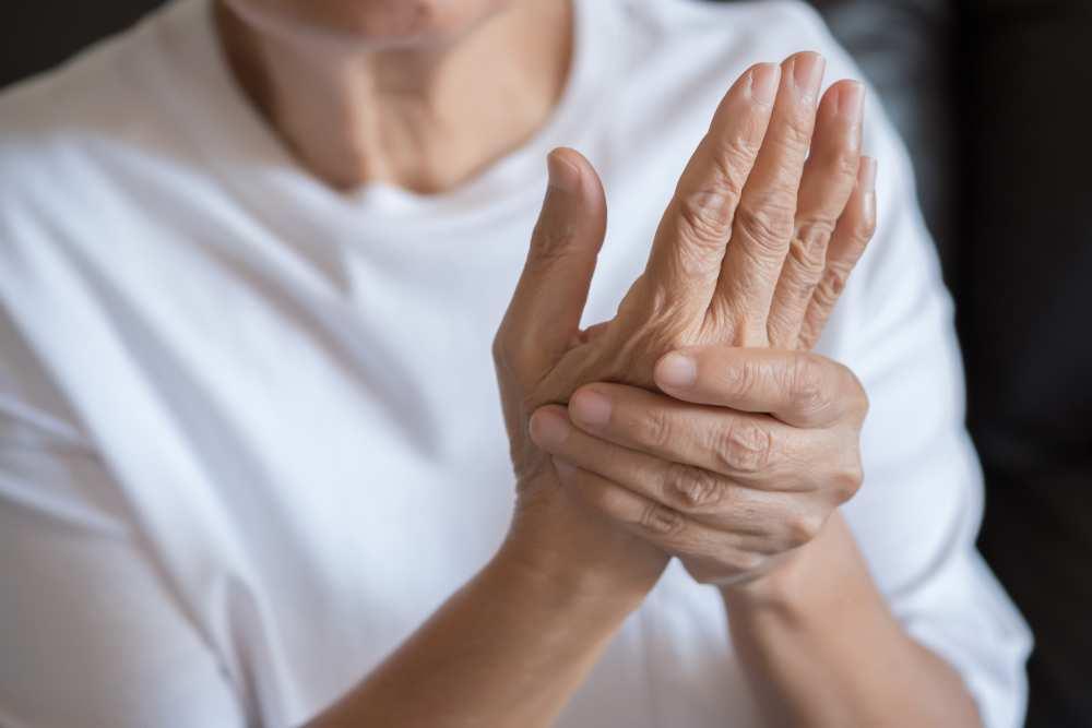 cu artrita, apa in articulatii