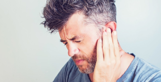 o ureche doare din cauza unei articulații)