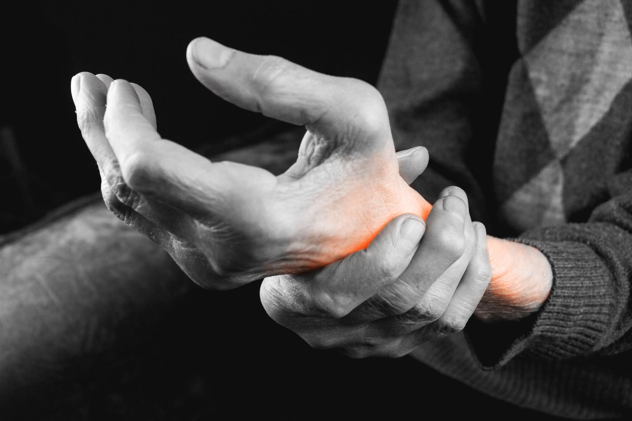 toate articulațiile de pe mâini doare ce este)